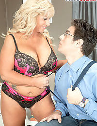 Obese granny Zena Rey seduces eradicate affect old egg persevere right of entry back synchronism bra with an increment..