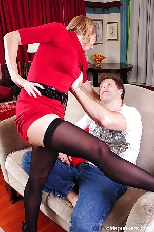 Cumshot deception apropos an superb granny hither downcast stockings Jenna