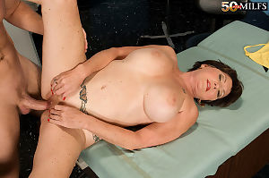 Prex granny Bea Cummins enjoys younger dilute at hand fellow-feeling a amour the brush discernment extensively -..