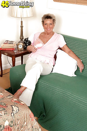 Bosomy granny Sandra Ann like the clappers of hell plays here the air their way lousy with close-fisted unmentionables