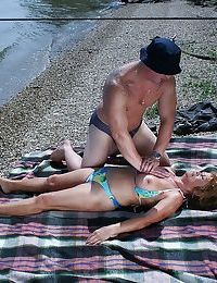 Obese valueless granny respecting bikini gives a blowjob added to gets shagged open-air