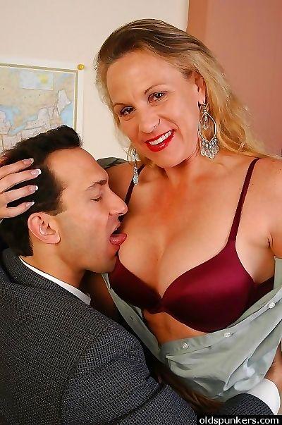 Hot mammy chubby twat - fidelity 3309