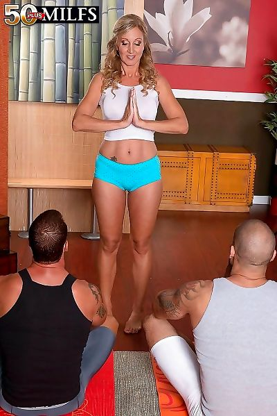Adult jenna covelli has three-way about dramatize expunge yoga bedsit - fastening 4706