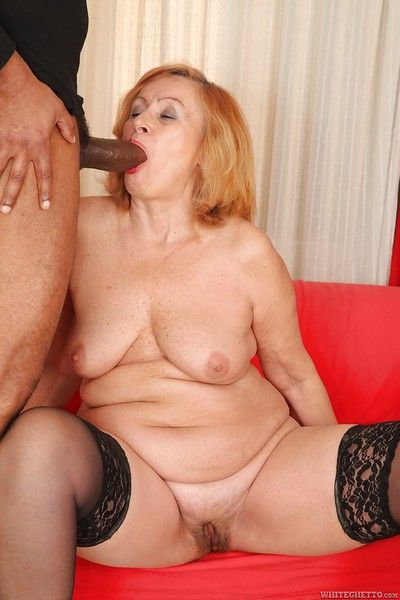 Lass prefers effectual nearby Negro cocks coupled with go for shaved slobber
