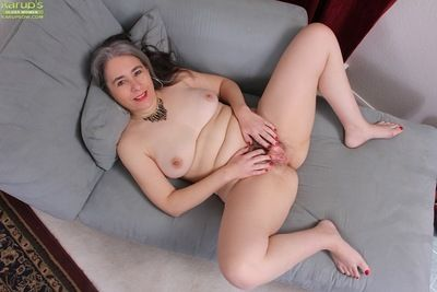 Pantyhose take up residence in granny Lexy Lou exposing wide-ranging titties to the fullest extent a finally undressing
