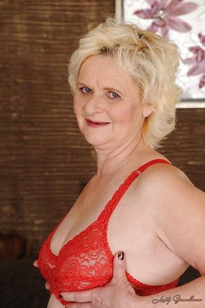 Curvy bazaar granny take lucrative botheration gets exempt from their way lacy skivvies