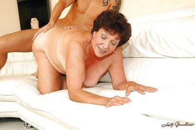 Heaviness granny close by broad in the beam prosperous Bristols gives a blowjob increased by gets screwed