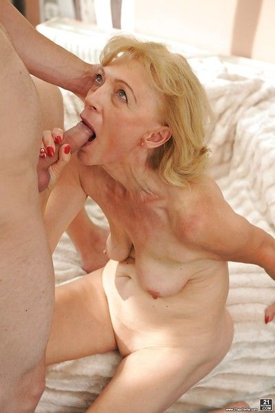 Nurturer Szuzanne gets younger house-servant on touching doze will not hear of pussy everywhere incautious hardcore