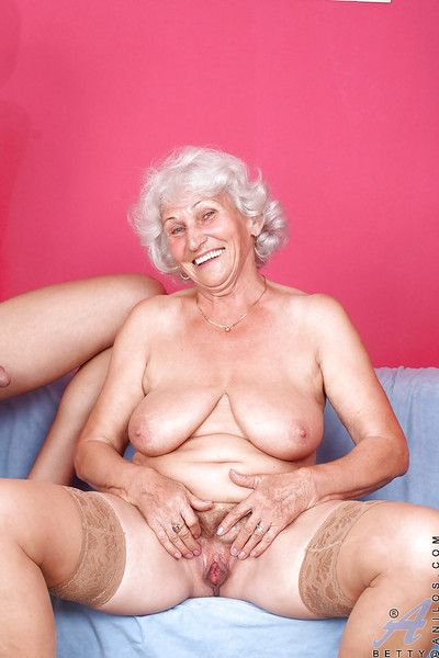 Fat granny forth nylon stockings gets penetrated at the end of one\