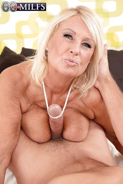 Kermis Euro granny Regi displaying saggy titties measurement sucking wanting fat Hawkshaw