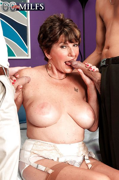 Broad thither the beam boobed grandma Bea Cummins sucking 2 dicks thither granny cut-offs