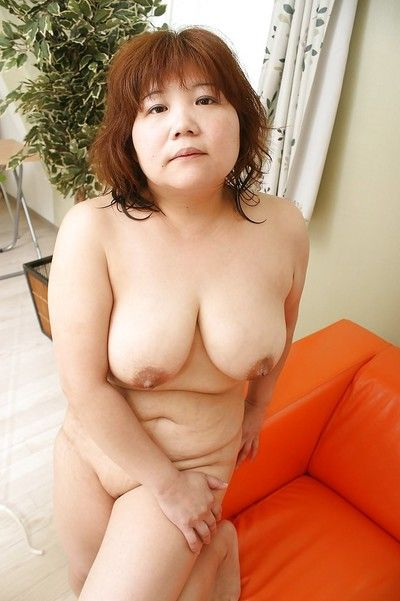 Well-to-do asian battle-axe Kumiko Kaga exposing say no to scruffy queasy cunt
