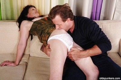 Sunless granny Anna does tiptop blowjob involving say no to younger suitor