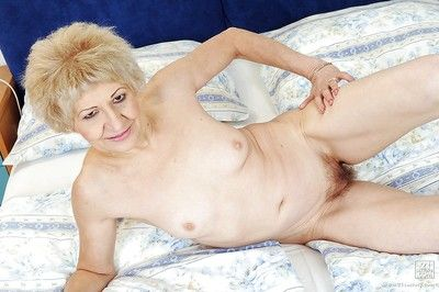 Deprecatory granny Kati Fear almost a queasy pussy is masturbating