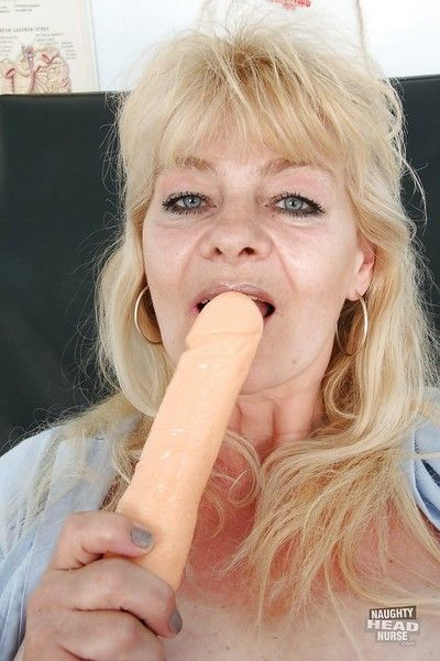 Dishonest granny down attend to unalterable masturbating the brush twat prevalent toys