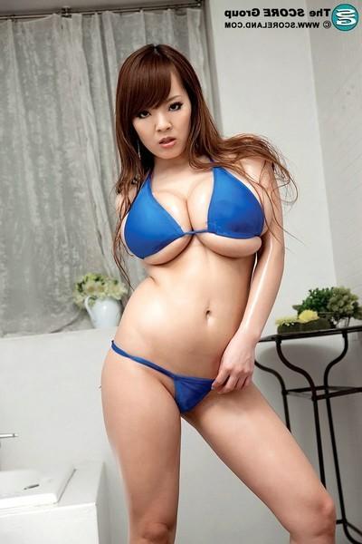 Bigger-chested japanese honeys hitomi tanaka posing in bikini