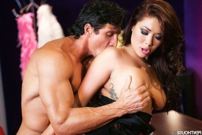 London keyes attains dug on the desk by a business dude