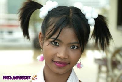 Thai amateur cutie flashing vagina