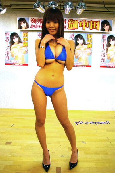 Bustiest Japanese pattern hitomi tanaka posing in bikini