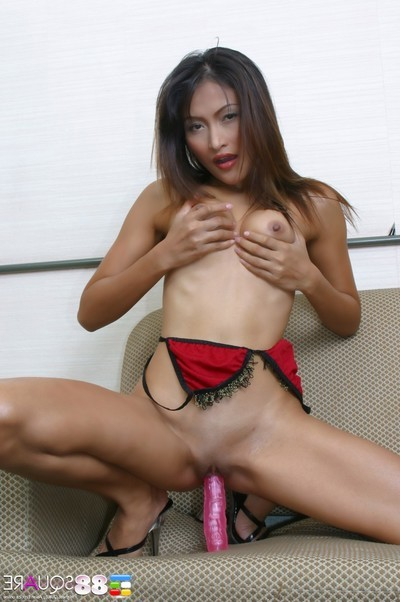 Sweaty aum masturbation in doggy style on daybed