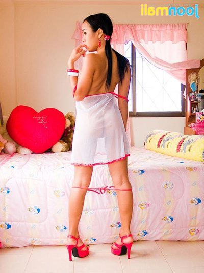 Chinese model shows love muffins in odd Valentine Day underclothes