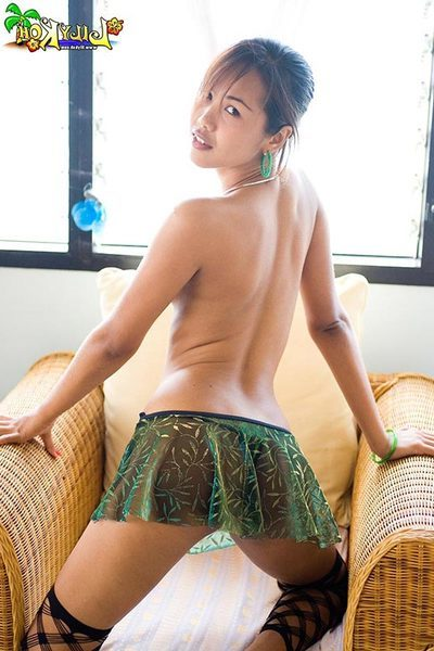 Lily Koh shows her petite Chinese body and string roofed waste
