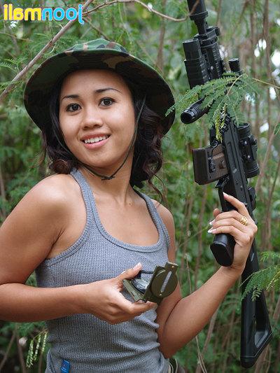 Infant Japanese commando Joon shows gratifying cameltoe in jungle