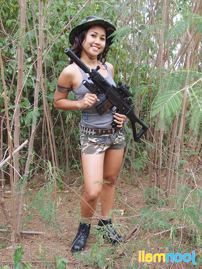 Infant Japanese commando Joon shows gratifying cameltoe in jungle