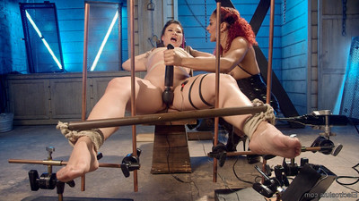 Daisy ducati electro opens erotic wrestling star jayogen with the violet wan