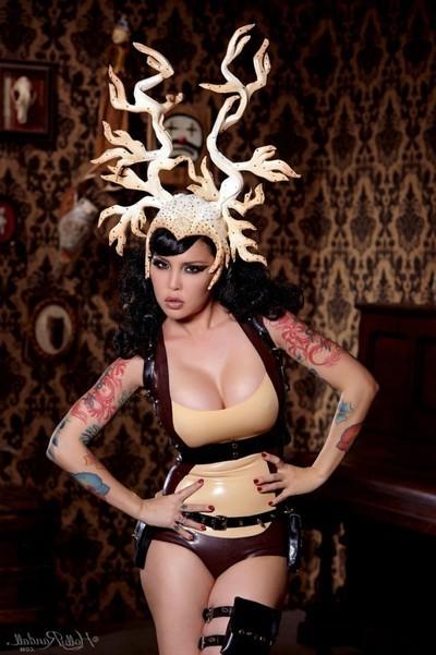 Curvy tattooed alt exemplar