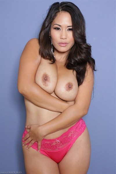 Jessica bangkok uses her huge mounds to gratification dick
