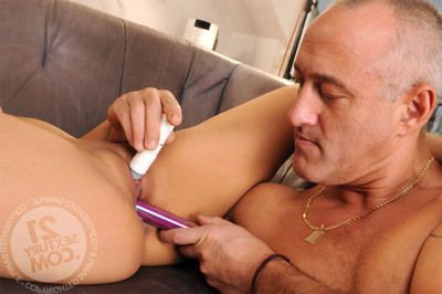 Gentile and anal swelling with massive toys  smoking machines, sonde and demanding