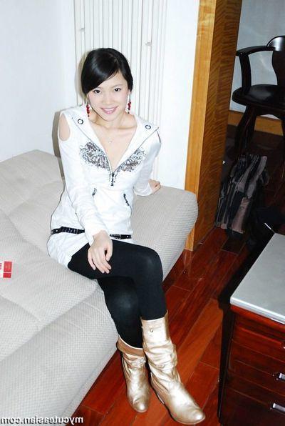 Homemade fotos of Oriental GF posing