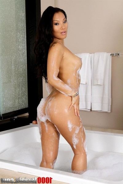 Asa akira gives a clammy oral sex later on her bubble baths