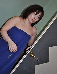 Oriental lady Yumi Ohno has some nipps tweaking and bawdy cleft fingering satisfaction