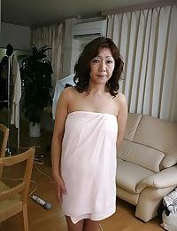 Sex-hungry oriental MILF Eriko Nishimura showcasing her unshaven love-cage