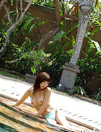 Bosomy eastern doll Hikari Hino spending some dear time outdoor