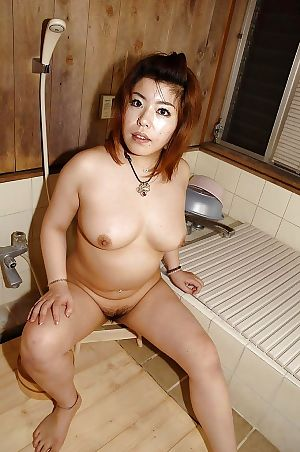 Fatty Japanese MILF Kana Miyagi teasing her curly uterus and glorious bath