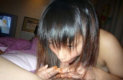 Dirty and clammy selfpics taken by an infant Chinese queen