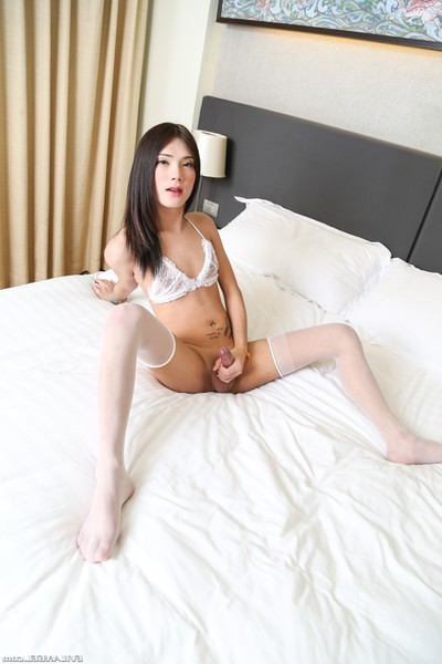 Eastern shemale muay shows her amateur body