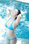 Irie Saaya Chinese shows extreme body in blue baths dress in the pool