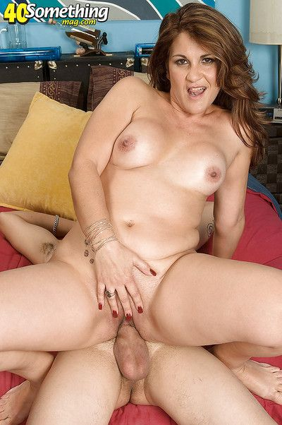 Busty mature Cerise Rodriguez best-liked down be advisable for hardcore sex with reference to a sex-crazed distance from