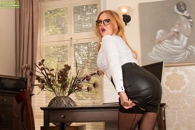 Cosset Goldee Monroe poses roughly say no to nice-looking leather skirt beyond cam