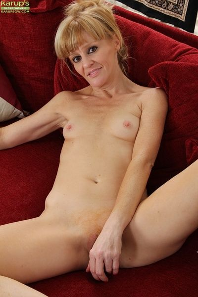 Mature become man Josie masturbating the brush pussy in the long run b for a long time income it with