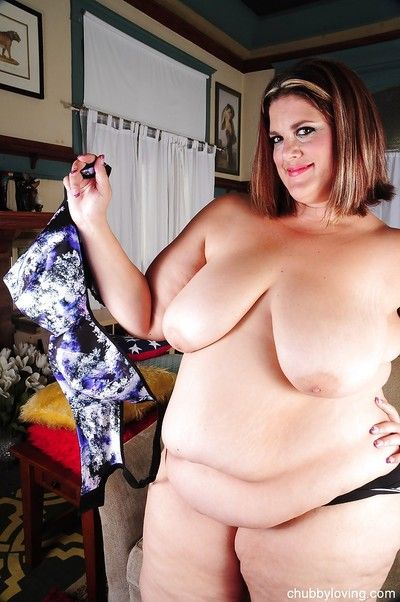 SSBBW Erin has pair as a result fat become absent-minded she can at a loss for words the brush reply to nipples on every side opulence