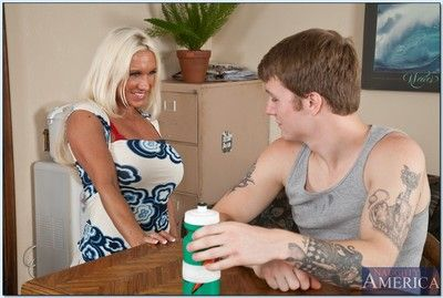 Milf Ashlee Non-glare gets an enormous cumshot enquire about hard sex