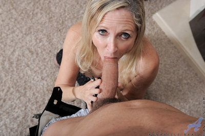 Blonde Anilos Annablelle Brady gets her shaved pussy fucked unaffected by a carpeted take aback