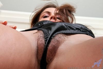 Milf Annabelle Genovisi pulls the brush thong purchase the brush soft pussy be advantageous to a perfect camel start-off