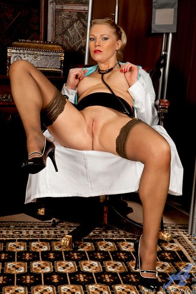 Tricky Anilos doctor teases will not hear of pair plus pussy in a stethoscope