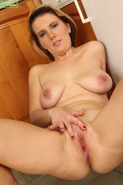 Saggy pair and stingy pussy of mature spoil Luci Bettor shown in obstacle
